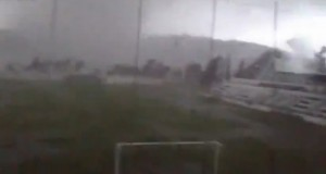 Ανεμοστρόβιλος καταστρέφει γήπεδο στην Πορτογαλία [βίντεο]