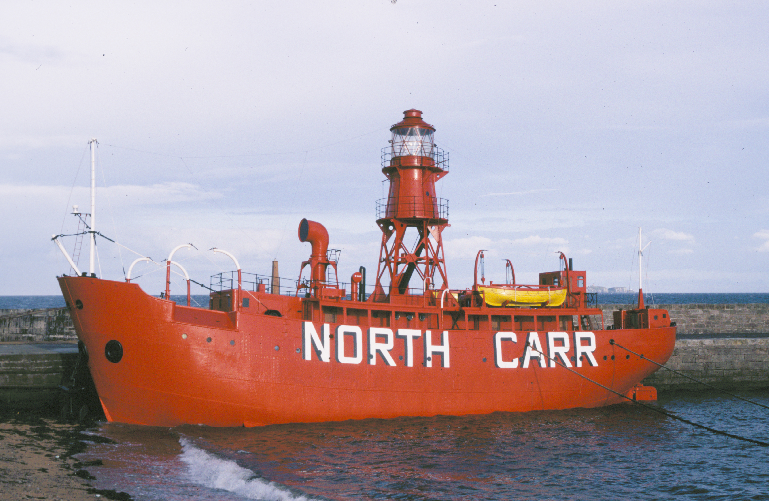 North_carr_light_ship_1988