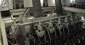 Ξενάγηση στο μηχανοστάσιο ενός δεξαμενόπλοιου [video]