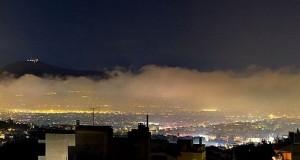 Ένα τεράστιο πέπλο αιθαλομίχλης «πνίγει» τον αττικό ουρανό