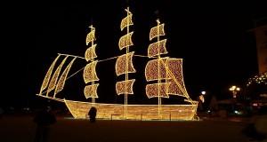 Στολισμένο Χριστουγεννιάτικο καράβι: Tο Ελληνικό έθιμο
