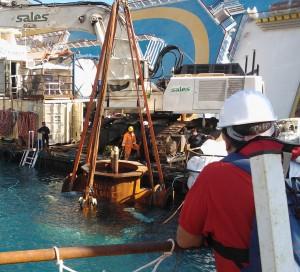 Τέσσερα χρόνια μετά: Όταν το Costa Concordia έθαψε στο βυθό 32 ανθρώπους! Τα τραγικά λάθη που οδήγησαν στο θλιβερό ναυάγιο... (Photos)