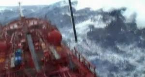 Τρομερό βίντεο: Πλοίο αντιμέτωπο με θανατηφόρο κύμα!