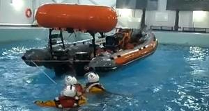 Ουσιαστική εκπαίδευση για επιβίωση στην θάλασσα [βίντεο]