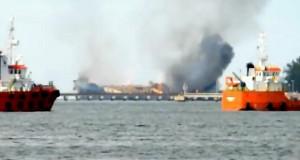 Δείτε βίντεο με φωτιά σε δεξαμενόπλοιο