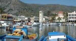 Tουριστικό σκάφος με 126 επιβάτες προσέκρουσε στην προβλήτα της Ελούντας