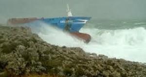 Η ανέλκυσης του πλοίου Gelso M -φωτογραφίες απο την προσάραξη [vid+pics]]