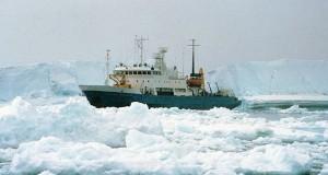 Επιβατηγό πλοίο παγιδεύτηκε στον πάγο στην Ανταρκτική