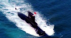 Τουρκικό υποβρύχιο συγκρούστηκε με φορτηγό πλοίο