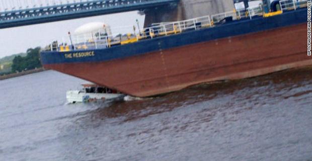 Συγκλονιστικό βίντεο με σύγκρουση στη θάλασσα! [video]