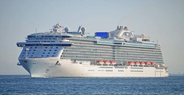 regal_princess_at_piraeus_port_
