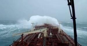 Το Maersk Barry σε φοβερή κακοκαιρία [video]