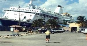 Πρόσκρουση κρουαζιερόπλοιου που παραλίγο να βουλιάξει! [video+pics]