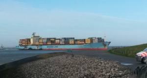 Κοντέινερσιπ της Maersk προσάραξε κοντά στην Αμβέρσα[pics+vid]
