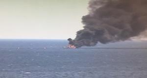 Στις φλόγες θαλαμηγός με 10 επιβάτες στα ανοικτά του Πειραιά[vid+pics]