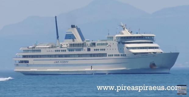Ενα επιβατηγό πλοίο ετοιμάζεται για την ακτοπλοία[video]