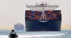 Τα πρώτα πλοία διέσχισαν δοκιμαστικά τη Νέα Διώρυγα του Σουέζ