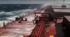 ΒΙΝΤΕΟ: Ακόμα ένας λόγος που το επάγγελμα του ναυτικού είναι από τα πιο επικίνδυνα