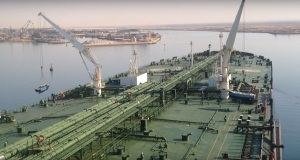 ΒΙΝΤΕΟ: Φορτώνοντας τις βάρκες και διασχίζοντας το νέο κανάλι στο Σουέζ