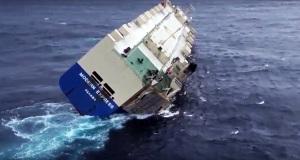 Δείτε το τελευταίο βίντεο του πλοίου RoRo με την τρομακτική κλίση που έχει πάρει