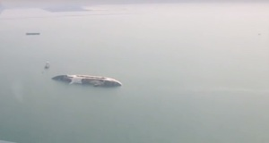 Εγκαταλελειμμένο κρουαζιερόπλοιο ανατράπηκε και βυθίστηκε στην Ταϊλάνδη (video)