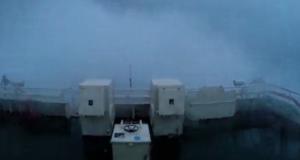ΒΙΝΤΕΟ: Πλοίο δίνει μάχη σε καταιγίδα με κύματα μεγαλύτερα από 15 μέτρα!