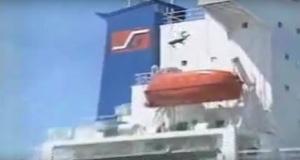 ΒΙΝΤΕΟ: Ποιές πιλοτόσκαλες; Κολυμπώντας έφευγε ο θρυλικός πλοηγός από τα πλοία πηδώντας από την Γέφυρα!