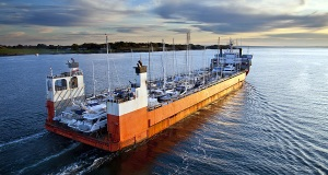 Super Servant 4: Ένα πλοίο που μεταφέρει θαλαμηγούς! [βίντεο+φωτο]