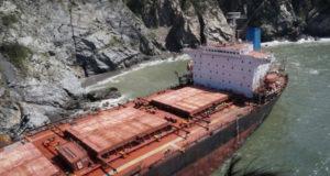 Εγκαταλελειμμένο προσαραγμένο πλοίο απειλεί τις Μεξικανικές ακτές