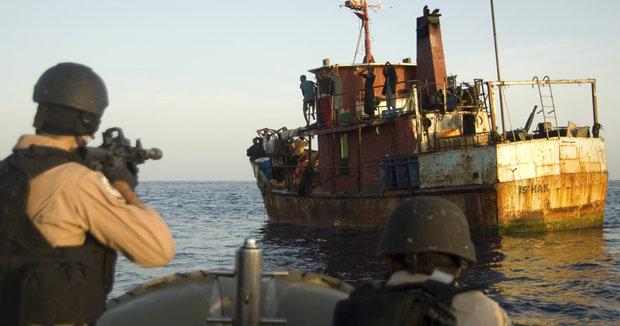 Το Ναυτικό της Σιγκαπούρης προειδοποιεί για αυξημένο κίνδυνο πειρατείας