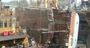 Πλοίο του Ινδικού Ναυτικού ανατράπηκε σε ναυπηγείο – Δύο νεκροί