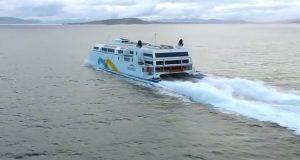 Το ταχύτερο πλοίο στο κόσμο με τροποποιημένες αεριωθούμενες μηχανές! [βίντεο]