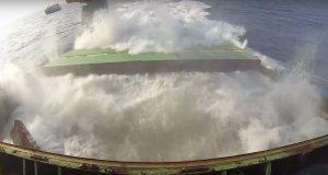 Εντυπωσιακό βίντεο με την βύθιση πλοίου