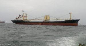 Φορτηγό πλοίο κρατείται στην Κάλυμνο