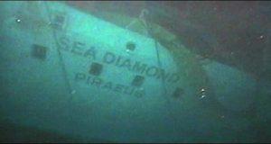 Το Sea Diamond συνεχίζει να ρυπαίνει τη Σαντορίνη