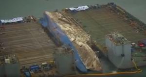 Βίντεο με την ανέλκυση του τραγικού πλοίου Sewol που στοίχησε την ζωή σε περισσότερους από 300 ανθρώπους
