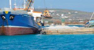 Προσάραξη φορτηγού πλοίου στην Πάρο