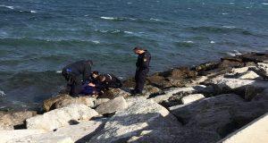Αγνοούμενος καπετάνιος βρέθηκε να παλεύει στα κύματα με το σωσίβιο του