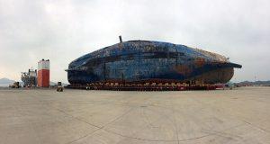 Ολοκληρώθηκε η μεταφορά του ναυαγίου του Sewol στη στεριά (photos)