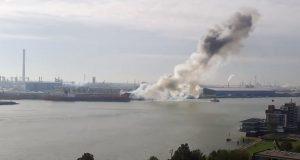Έκρηξη και πυρκαγιά σε δεξαμενόπλοιο στο Ρότερνταμ [βίντεο]