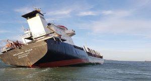Διάσωση Ρώσικου πλοίου με σημαντική κλίση στην Βρετανία