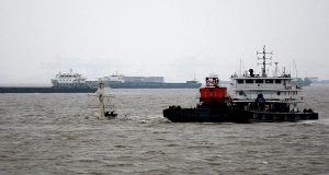 Δέκα αγνοούμενοι από βύθιση πλοίου στη Σαγκάη