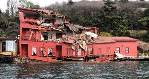 Δεξαμενόπλοιο προσέκρουσε σε σπίτι στον Βόσπορο! (Βίντεο)