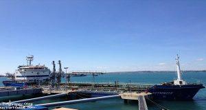 Δεξαμενόπλοιο προσέκρουσε σε ρυμουλκό στο λιμάνι της Σούδας