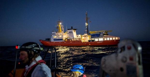Κάθετος ο Σαλβίνι για πλοία με μετανάστες: Κλείνουμε τα λιμάνια της Ιταλίας!