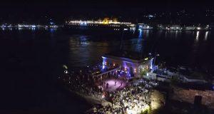 Μαγικές εικόνες από την βραδινή άφιξη του πλοίου στο λιμάνι της Χίου (ΒΙΝΤΕΟ DRONE)
