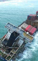 Οι απώλειες πλοίων συνεχίζουν να μειώνονται την στιγμή που νέοι κίνδυνοι απειλούν την ασφάλεια στη θάλασσα