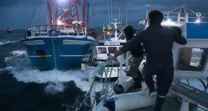 ΒΙΝΤΕΟ: Κανονικός πόλεμος μεταξύ Γάλλων και Βρετανών Ψαράδων- Τρομερές σκηνές μέσα στη θάλασσα