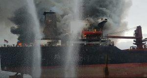22 άνθρωποι εγκατέλειψαν το καιόμενο φορτηγό πλοίο Golden Ocean