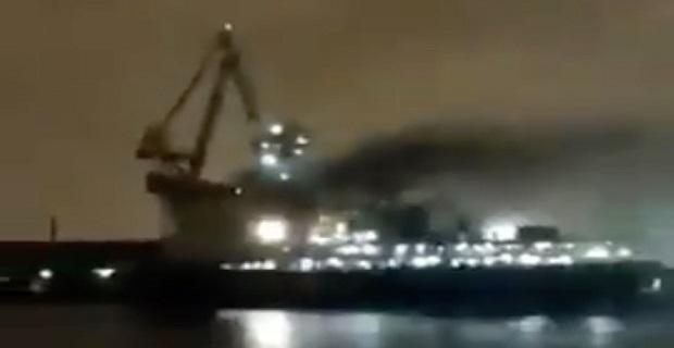 Μεγάλη πυρκαγιά στο ρωσικό γιγαντιαίο παγοθραυστικό[βίντεο]